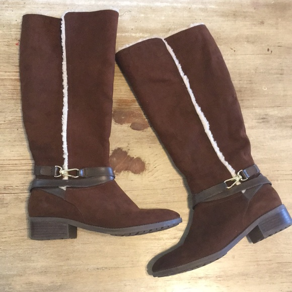 40d32426f8f00 Tommy Hilfiger   Shearling knee high suede boots. M 5b54a81a47736899db566596